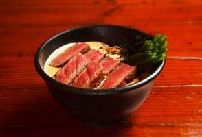 田中美佐子絶賛、ステーキ丼のソースの正体を巡って。代沢という街の食卓「ビストロ・キンタ」の画像
