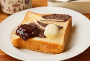 女優の仲里依紗が半泣きに。銀座「アンティーク」あん食パンという禁断の快楽(PR)の画像