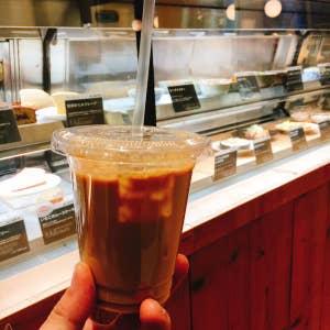 【無印でのショッピング後のお茶タイムに】 神戸BALの上階、無印が運営するカフェ。清潔感ある明るい店内は、食事や飲み物を楽しめます。 買い物帰り、無印のクーポン  ...