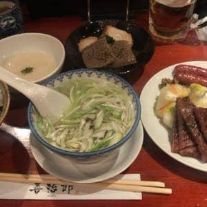 まずは牛タンでランチ! 仙台駅内の牛タン通りで善治郎さん善治郎定食のタン塩焼きは柔らかいけど噛み応えもあり香ばしく焼かれて美味しい! 真中タン定食のタン塩焼き