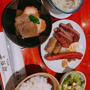 仙台に来たら毎回訪問させて頂いている善治郎さんへ\u2026 今回は善次郎定食を注文! 牛タン、牛タンつくね、牛タンソーセージ、茹でタン、テールスープ、サラダ\u2026