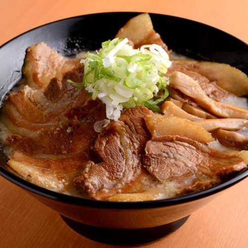 濃厚豚骨 肉麺 金の豚