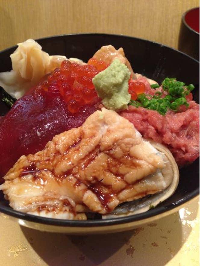 ※写真は2500円の特選丼