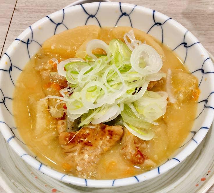 『もつ煮込み(430円)』など安いけど美味い料理が多く揃います。/Masato Enjojiさんの投稿より