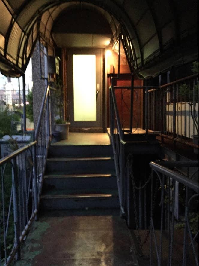 渡り廊下を進みます。渋谷駅周辺の喧騒を離れた落ち着いた雰囲気です。/y.Nishimotoさんの投稿より