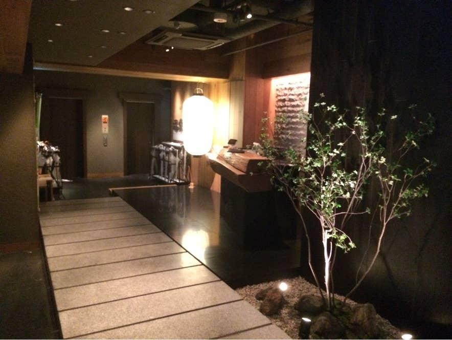 渋谷駅周辺の喧騒とは無縁な、落ち着いた店内 。/Yuichi Satoさんの投稿より
