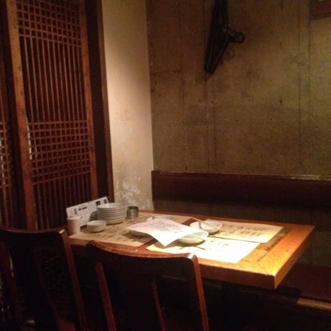 渋谷駅から離れた目立たない場所にある居酒屋ですが、満席になることも多いお店です。/Naohito Tamuraさんの投稿より