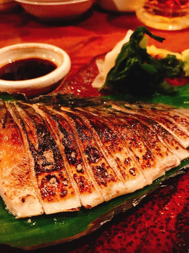 渋谷駅周辺の居酒屋は『炙りしめ鯖』を出す店が多いですよね。/F.Hikaruさんの投稿より