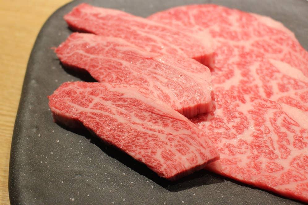 ▲川村さんが育てたお肉。見るからに美味しそう。そして本当に絶品でした〜仙台の焼肉店「泰山」にて〜