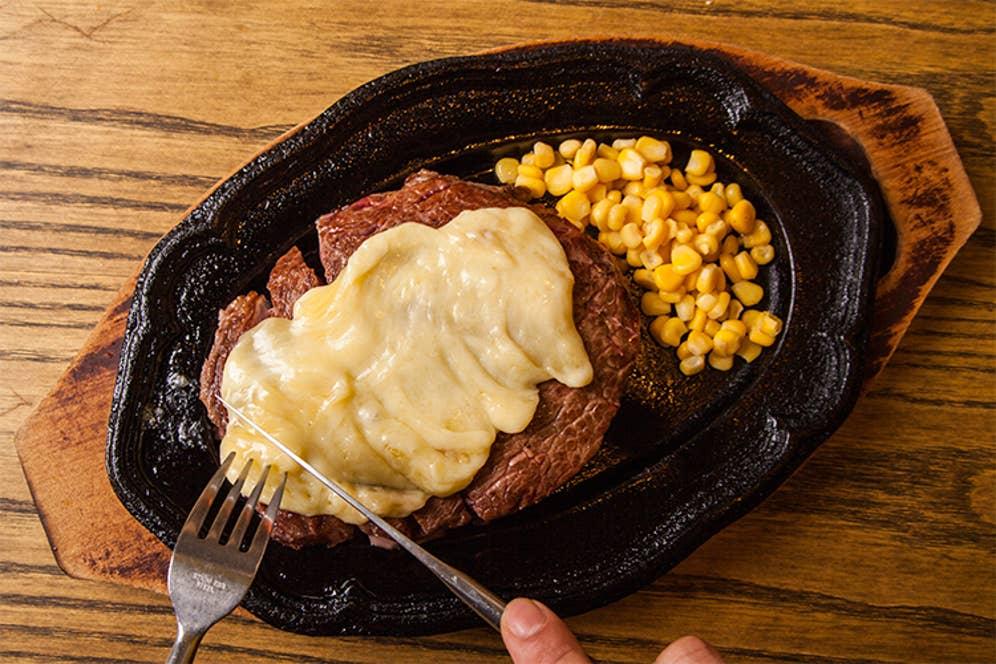 「ラクレットチーズステーキ」2,580円(税別)