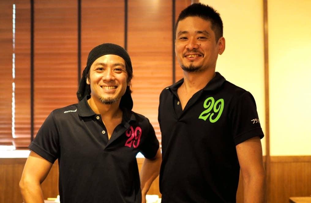 ▲イケメン揃いのスタッフは、店主の横関哲也さんと、林邦光さん