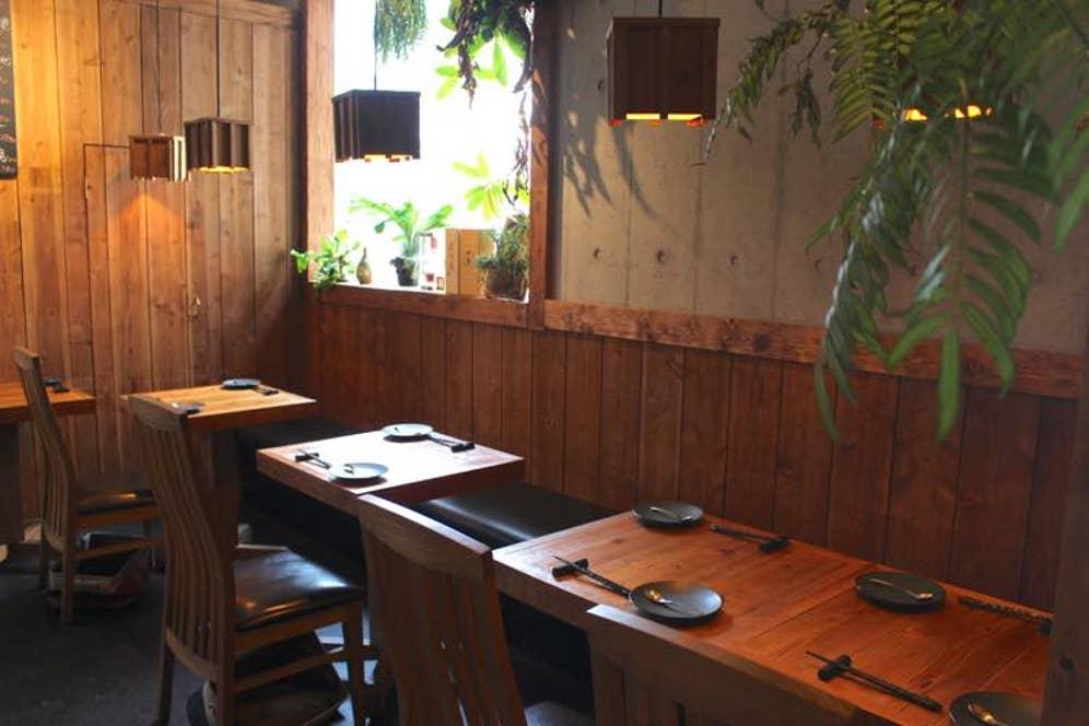 ▲ウッディ&ボタニカルな店内は、中華料理店のソレとは思えない女子ウケ内観!