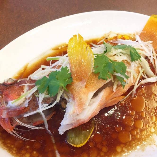 ▲清蒸石斑魚(ハタの蒸し物)