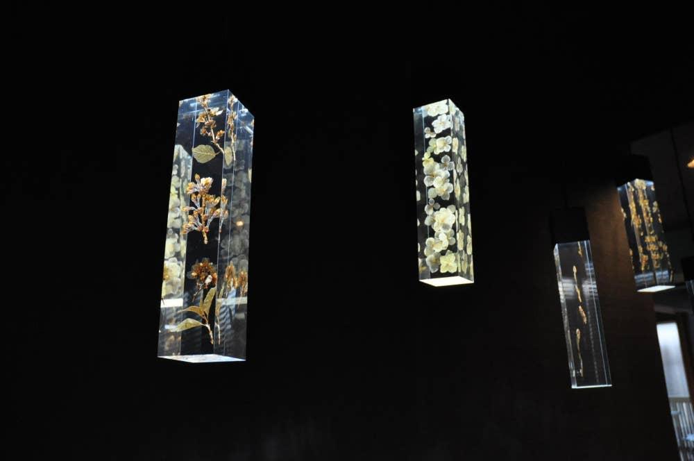 ▲鎌倉の四季の花々を閉じ込めた美しい照明!