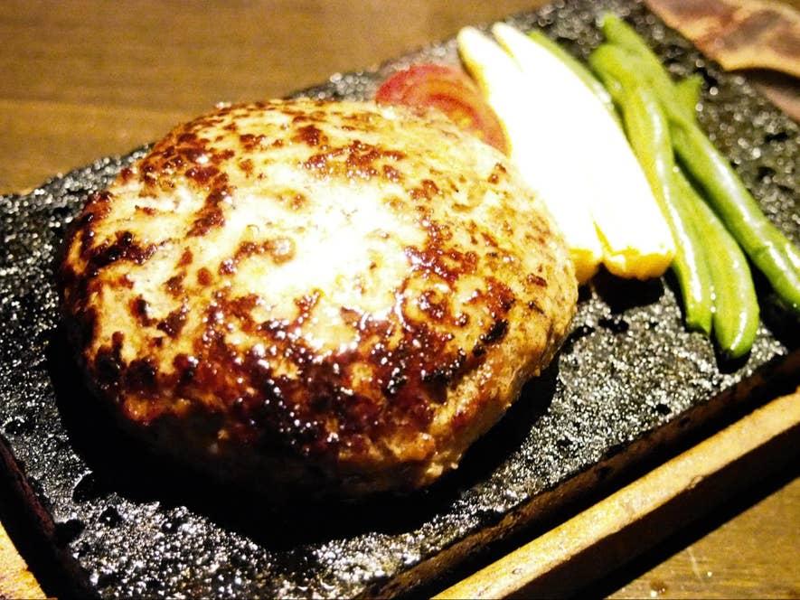 牛100%ハンバーグステーキの溶岩焼 230g(1,540円)