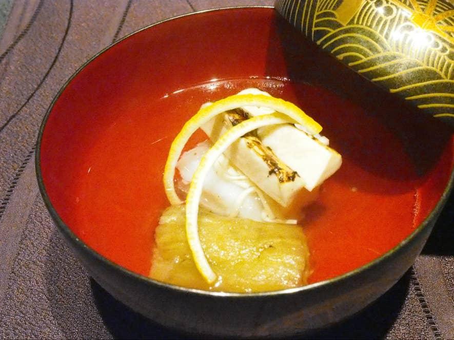 お椀 おこぜの葛たたき、山科なす、松茸、黄ゆずのお吸い物