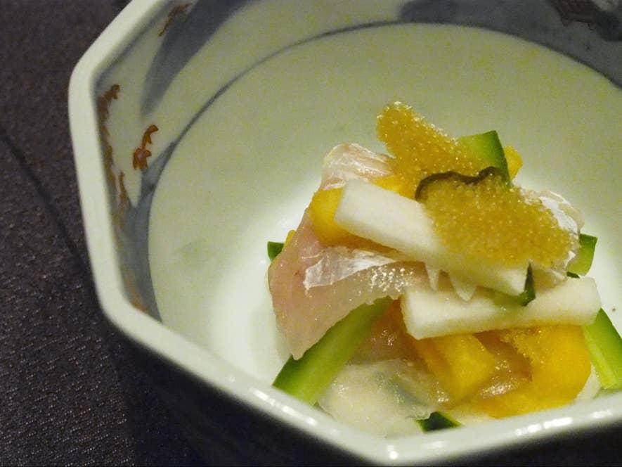 先付け 甘鯛の昆布締め、子持ち昆布、きゅうり、柿、長芋のわさび醤油かけ