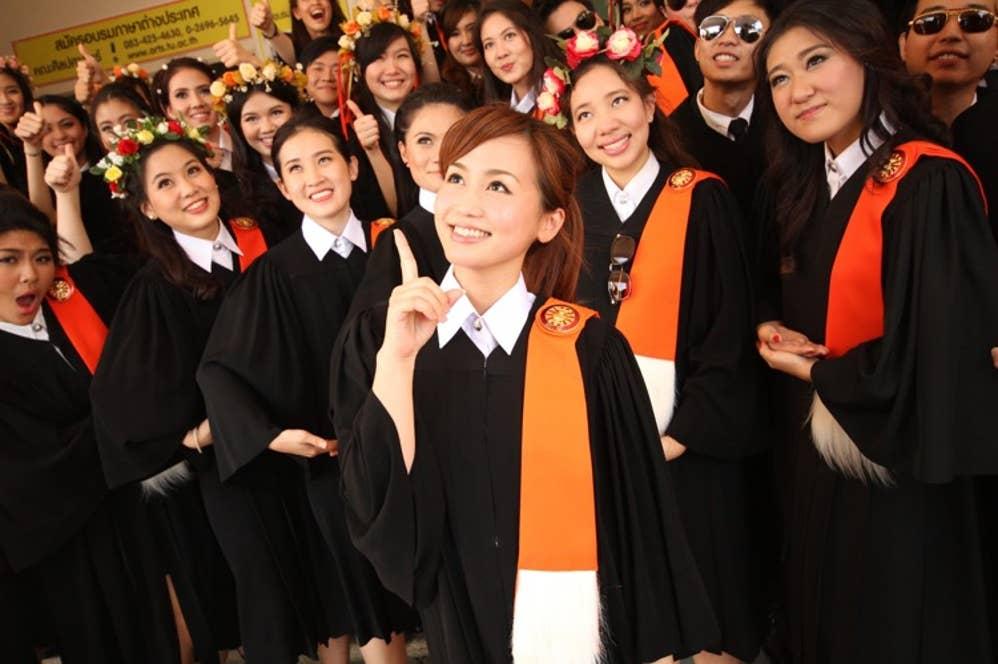 ▲大学卒業直前に撮影。山岸さんは第二首席で卒業