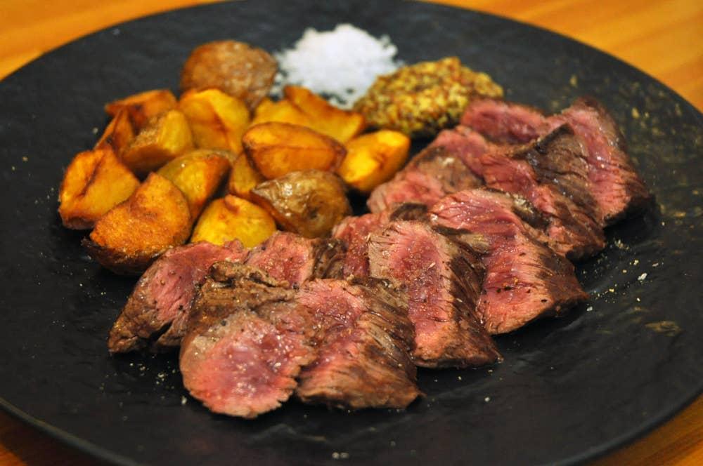 ▲厚切り!牛ハラミステーキとインカの目覚めのポテトフライ 1680円