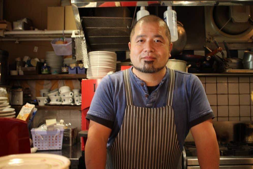 ▲濱崎泰輔シェフ。南イタリアで学んだ考え方や、料理の提供の仕方を現地のままに調理するのが信条。その実践のために、良い食材の追求には労力を惜しみません