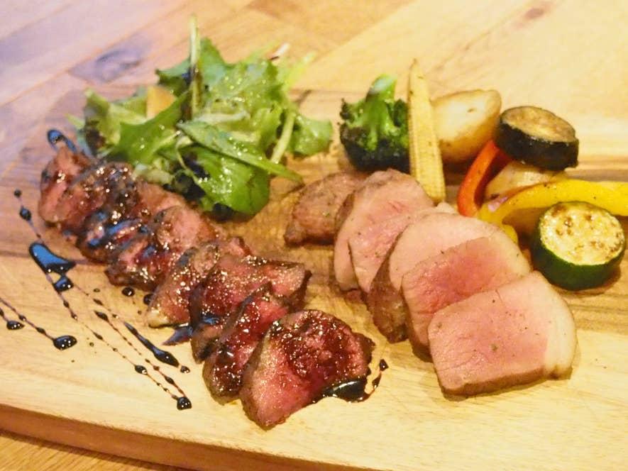 北海道産蝦夷鹿のタリアータ・国産猪もも肉のオーブン焼き盛り合わせ 4,800円