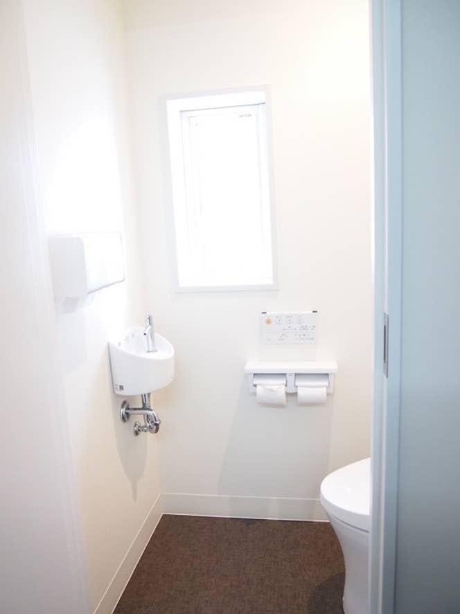 ▲トイレにもしっかりと窓があって非常に明るい