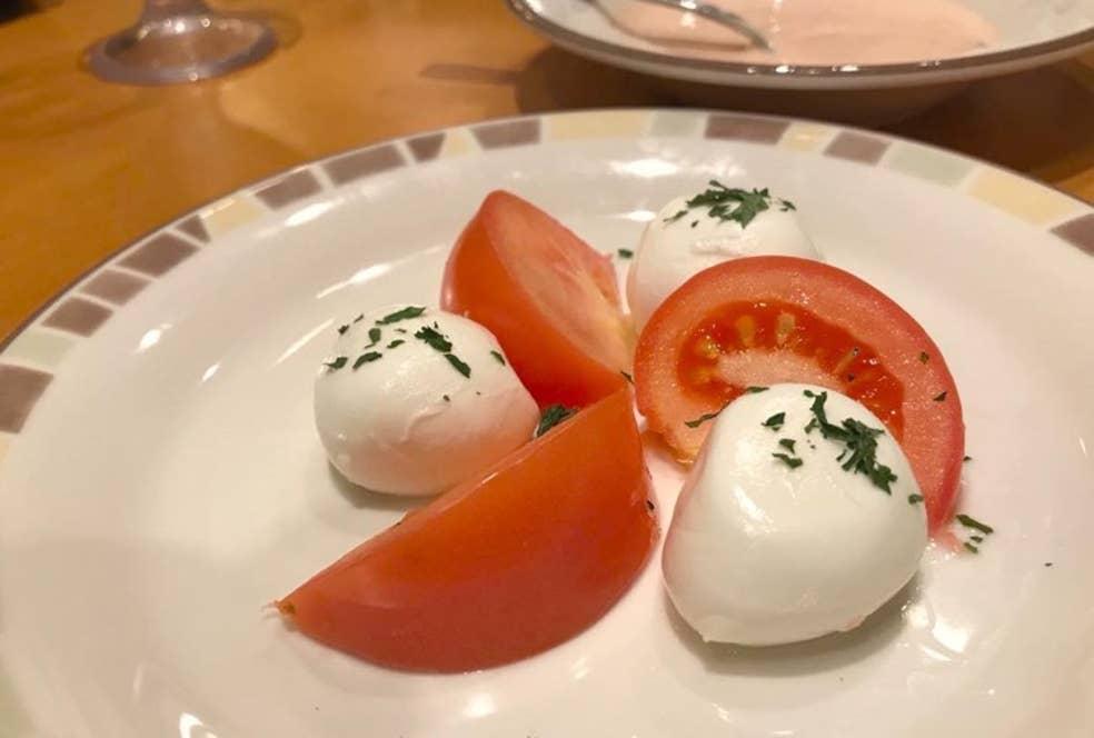 ▲フレッシュチーズとトマトのサラダ