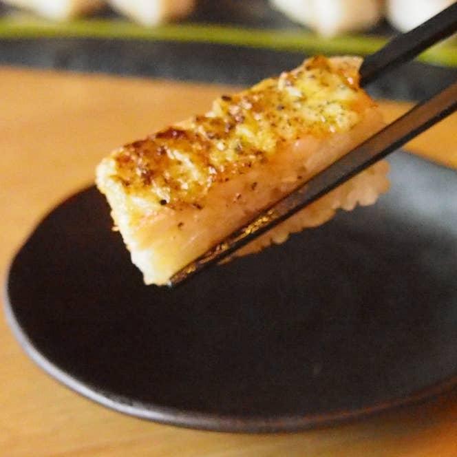 えびとバジルソースの炙り押し寿司