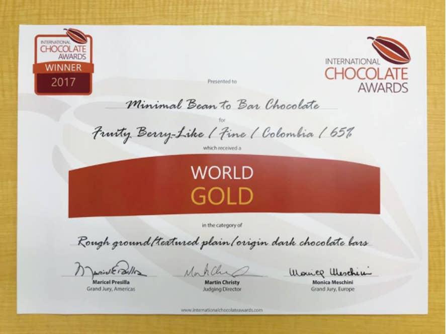 Plain/origin bars(香料を用いないシンプルな板チョコレート)部門のRough ground/texturedで金賞受賞
