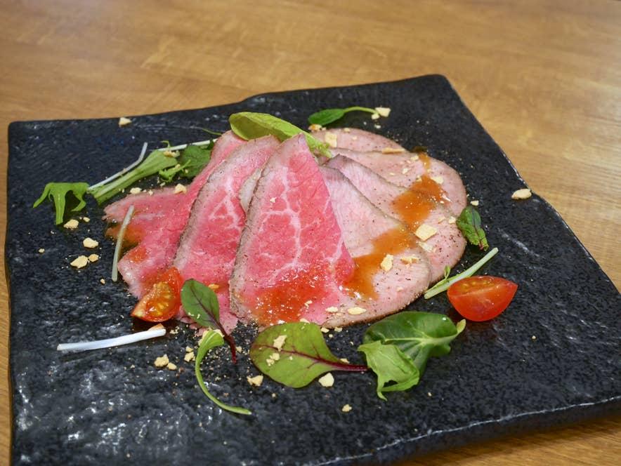 「ローストビーフ2種を食べ比べ」1280円(税抜)