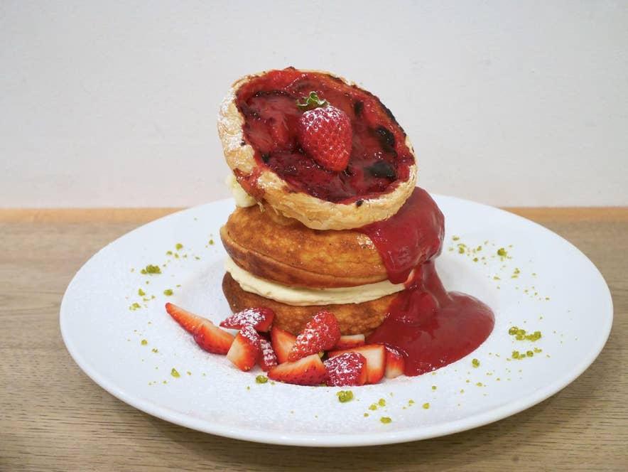 ストロベリーパイのパンケーキ 濃厚な苺ソース添え 1,700円(税抜)