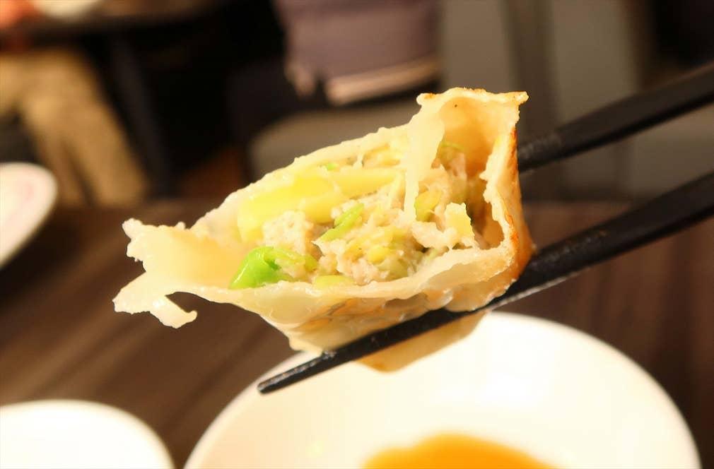 1号店(四条大宮店)の餃子の餡。見た印象は関東以北の餃子と同じ