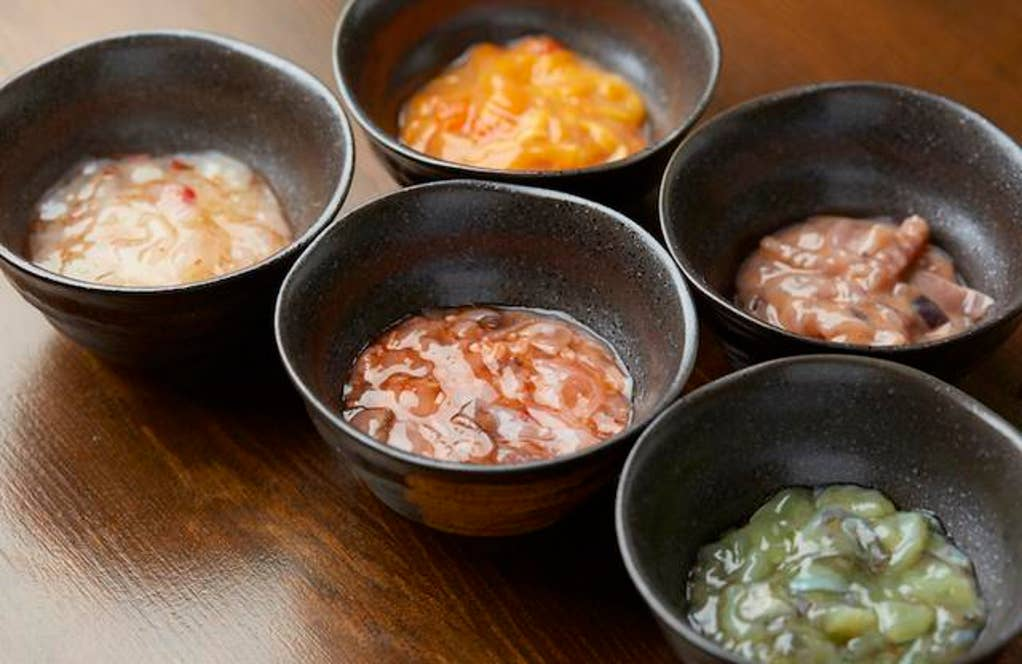 ホタテ、イカ、ホヤ、タコなど、その日の仕入れによって提供される塩辛。