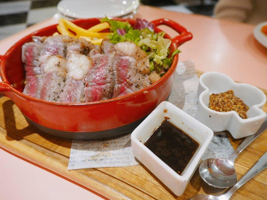 大麦牛のステーキフリット 2,200円(税抜)