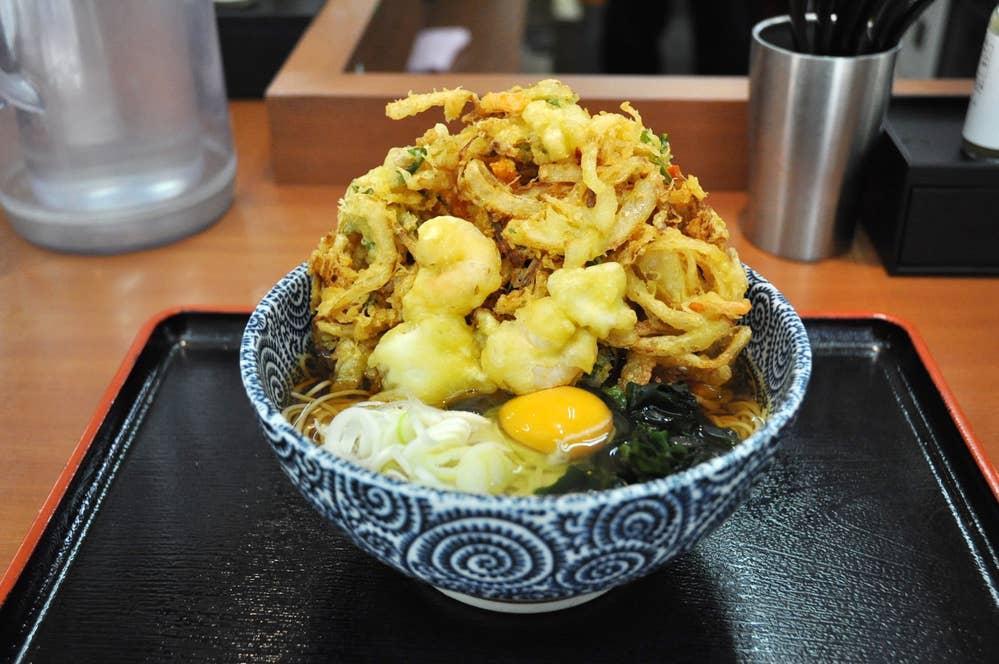 ▲大吉田そば[温] 590円 生卵トッピング 60円