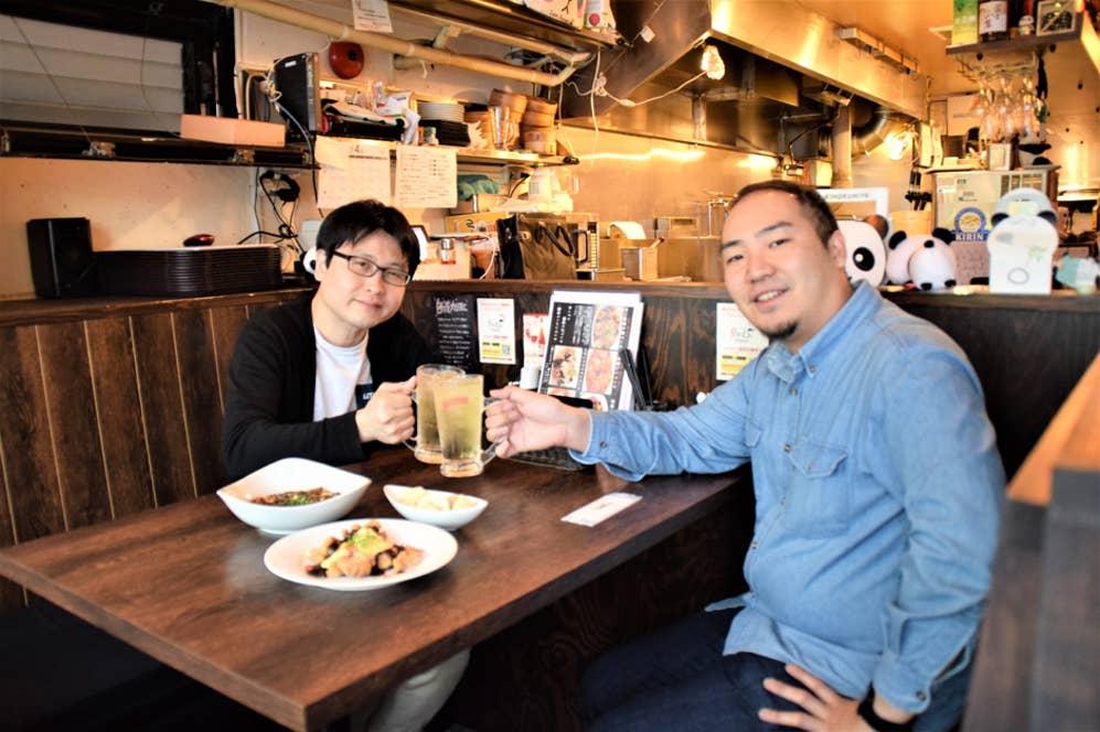 久しぶりの再会を果たしたパリッコさん(写真左)とRettyスタッフの友石(写真右)
