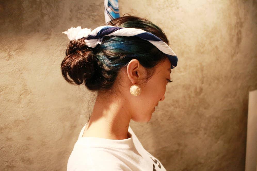 ▲カツオのように青く光るヘアカラー