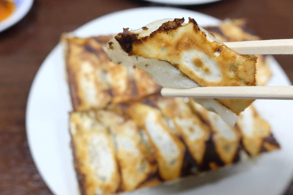 トロッとした餡が特徴的な焼餃子