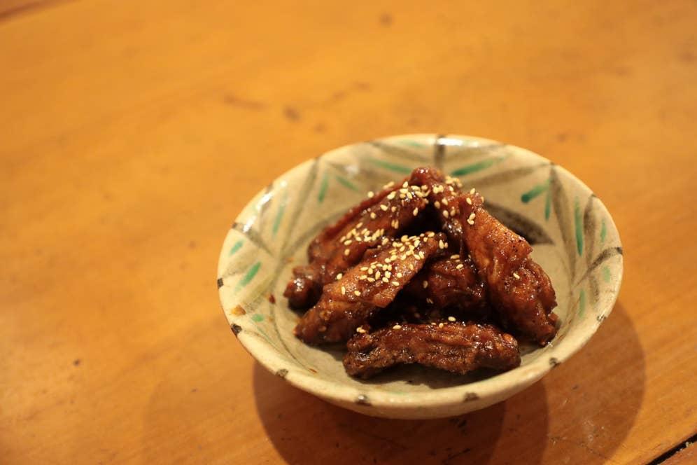 「辛苦無」のコクのある甘みは沖縄産の黒糖でつけているのだとか。