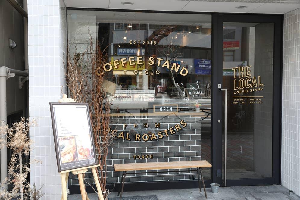 ▲今回お邪魔したのは、渋谷にあるセレクトコーヒーショップ「THE LOCAL COFFEE STAND」。「今どこのお店が美味しいコーヒーを出しているか、ここに来れば分かる」とKayaさんが激推しする優秀すぎる店だ。働いているバリスタさんたちも豊富な知識を持ち、いろんな情報が入ってくるし、2階のラボではバリスタたちのための勉強会なども開かれている。