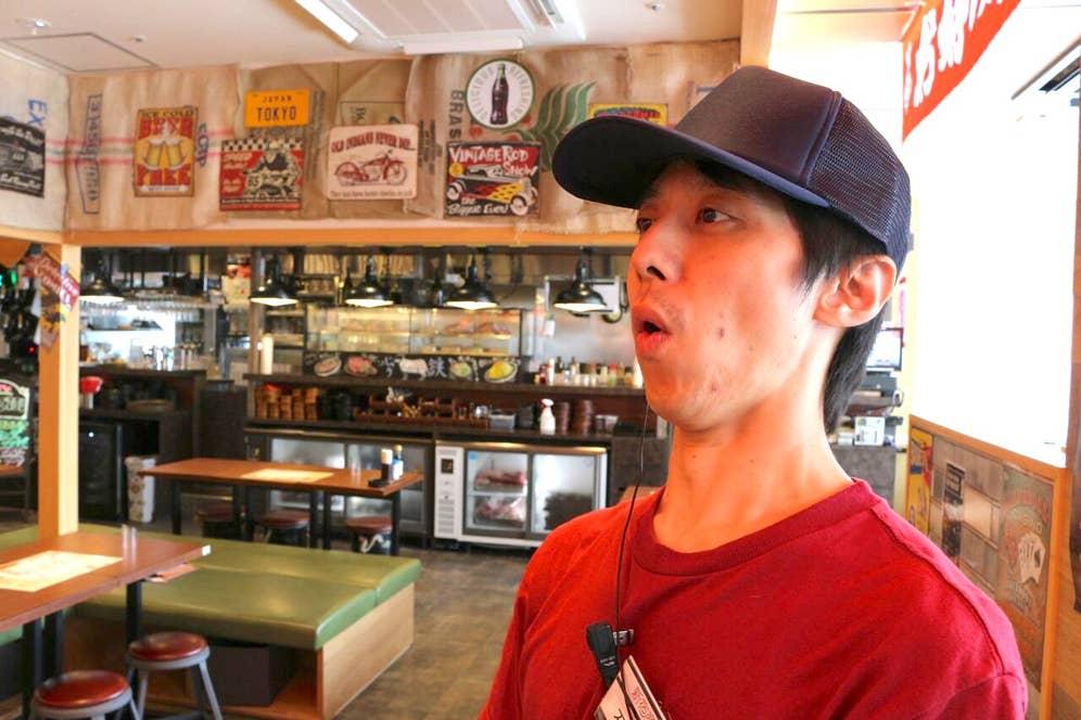 驚く石田さんの表情をパシャリ