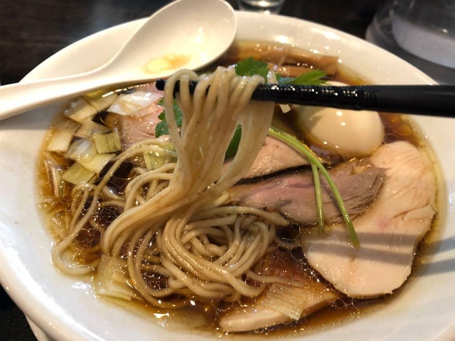 三河屋製麺製のしなやかな麺