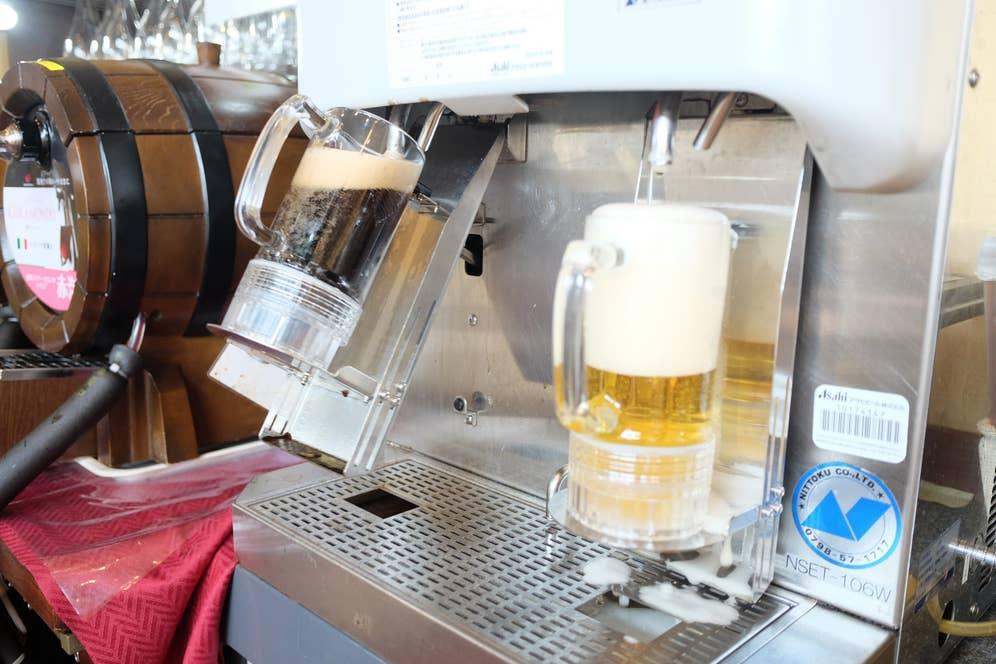 自動で注いでくれるビールサーバーが素敵
