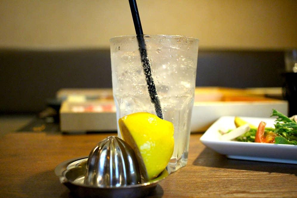 生搾りレモンサワー(100円)