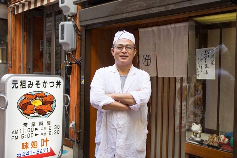 二代目店主の杉本徳雄さん。