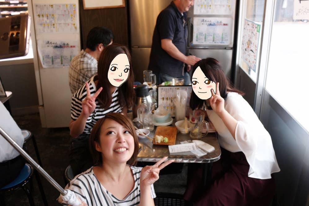 ▲すぐ自撮りする私。こんな可愛らしい女性が上野で飲んでるとは…ちょっと想像してなかった。。