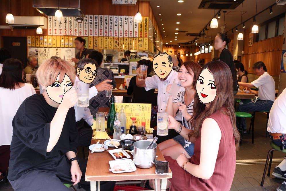 ▲新潟から出張で来た会社役員さん2人は、美容師と医療事務の東京美女とお店で仲良くなったと話す