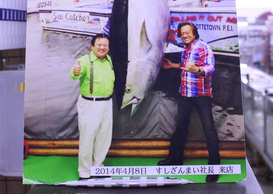 店内の写真。すしざんまいの社長じゃないほうが、村田基さん