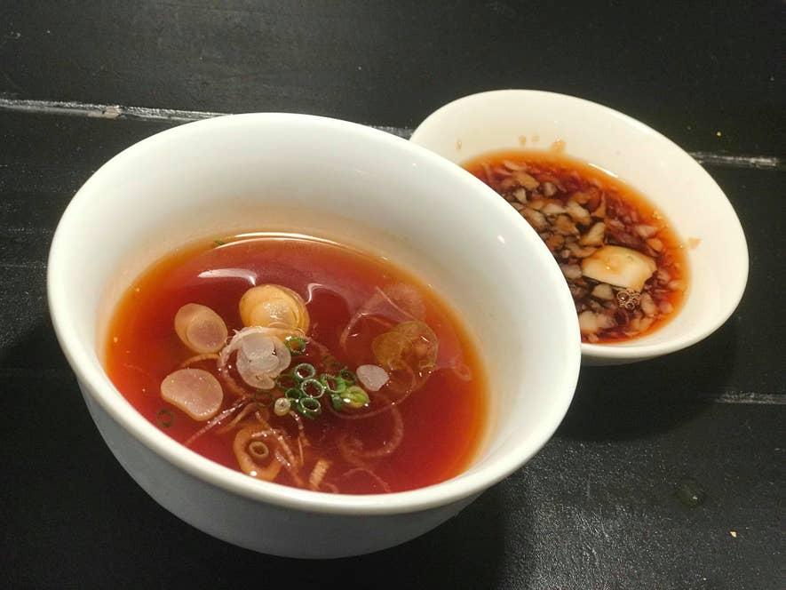 左から味噌スープだれとポン酢