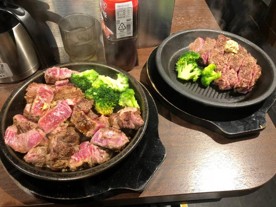※3皿がテーブルに入りきらなかったので、2皿を1更にまとめています。通常は綺麗に並んだ状態で提供されます。